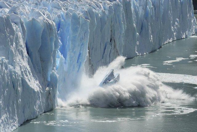 Obr. 3: Tání ledovců v Antarktidě v prostředí globálního oteplování. Poznámka redakce: toto tání ani oteplování nemá žádnou souvislost s oxidem uhličitým. Foto Bernhard Staehli.