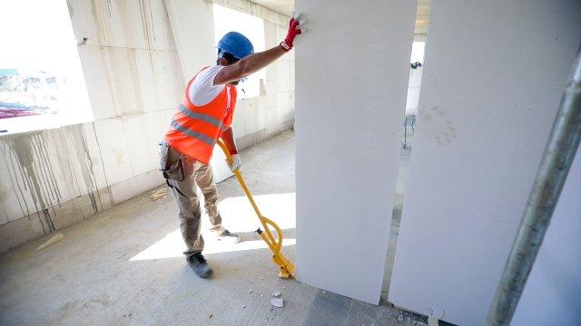 Konstrukčně vyztužené příčkové panely Ytong se vyrábí na míru podle aktuální výšky. Ta může činit až 3 metry.