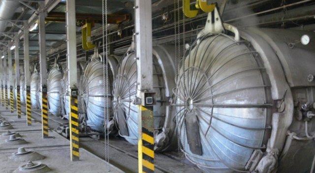 V autoklávu dochází k hydratační reakci materiálu. Jde o zrychlené tuhnutí a zrání v prostředí o definované teplotě a velmi vysokém tlaku. Výsledkem je pórobetonový produkt pevné struktury.