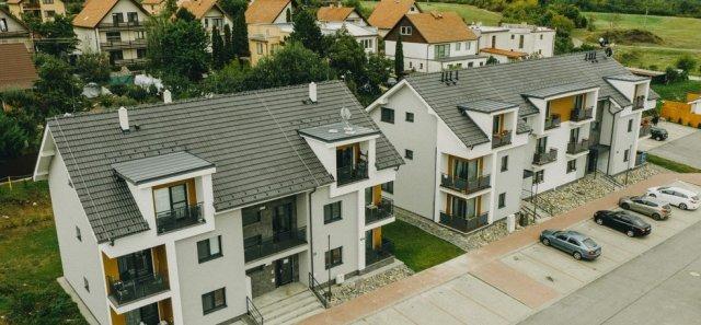 Rozsáhlý komplex nájemních domů a bytůvmalebném prostředí slovenského Modrého Kamene byl vybudován právě zPORFIXu.